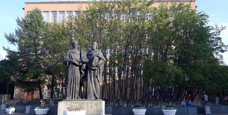 Выставка «В День России с именем Александра Невского» доступна для мурманчан