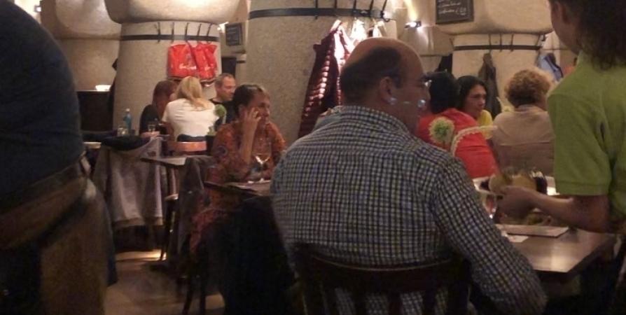 В мурманском баре посетитель затеял драку и распылил перцовый баллончик